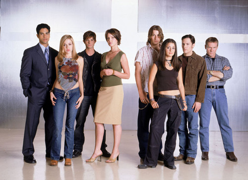 Memorable TV wallpaper containing a business suit, a well dressed person, and long trousers entitled    Roswell ღ