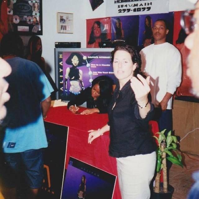 Aaliyah signing Red album ♥