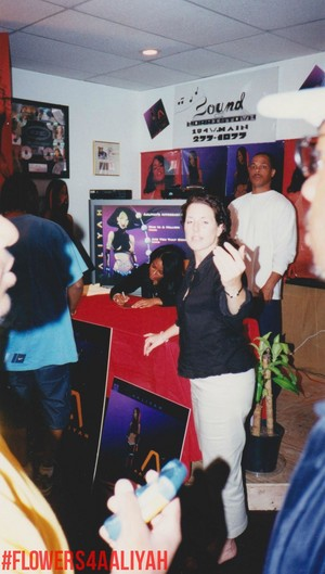 Aaliyah signing Red album ♥