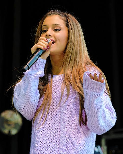Ariana پرستار Art