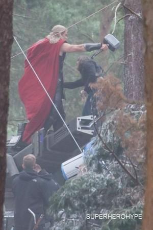 Avengers: Age of Ultron - Set Pics of Chris Hemsworth