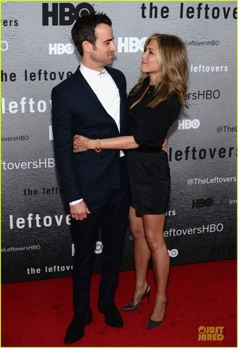 The Leftovers [HBO] karatasi la kupamba ukuta containing a business suit and a well dressed person titled Cast @ 'Leftovers' Premiere in NYC