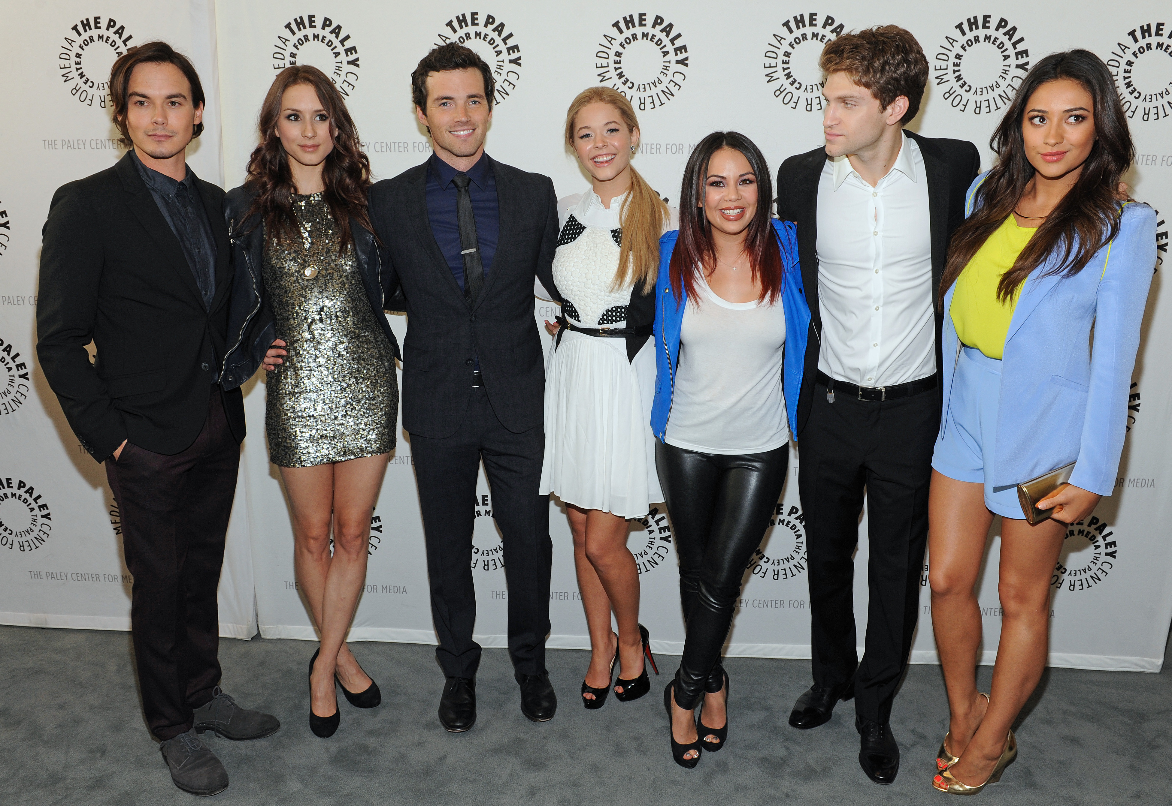 who are the pretty little liars cast dating in real life