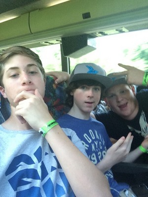 Chandler with Gray and there friend Parker a few days geleden