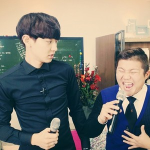 Chanyeol 140627 Instagram Update: 형....... roommate 본방사수