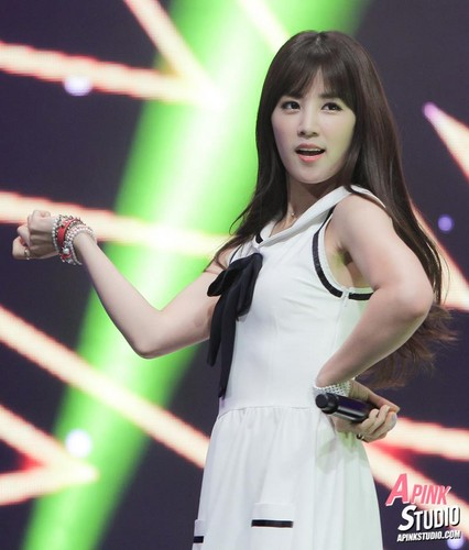 Park ChoRong वॉलपेपर probably with a संगीत कार्यक्रम and a कॉकटेल dress titled