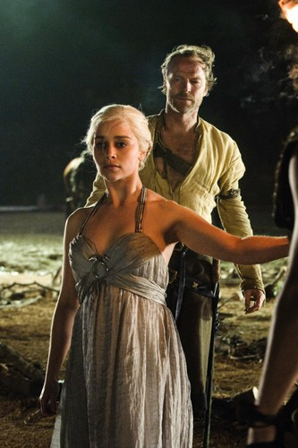 Daenerys Targaryen wolpeyper possibly containing a kaktel dress entitled Daenerys Targaryen Season 1