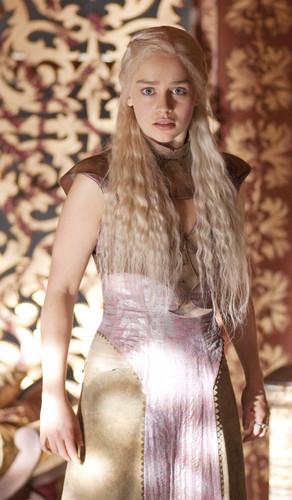 Daenerys Targaryen wallpaper entitled Daenerys Targaryen Season 2