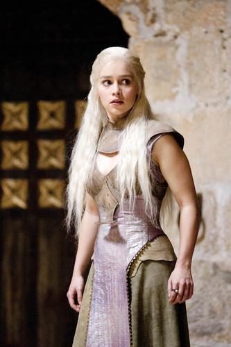 Daenerys Targaryen fond d'écran titled Daenerys Targaryen Season 2