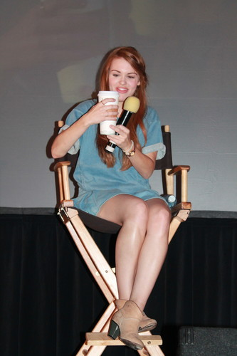 Holland Roden wallpaper probably with an ice lolly titled Days of the lobo - Chicago Convention