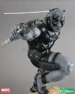Deadpool / Wade Wilson Uncanny X-Force Figurine