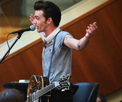 Drake bell images drake at robinson mall hd wallpaper and drake bell wallpaper containing a concert and a guitarist called drake at robinson mall voltagebd Images