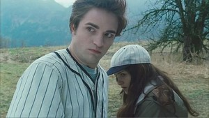 Edward protects Bella