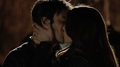 Elena kisses Damon 5x21