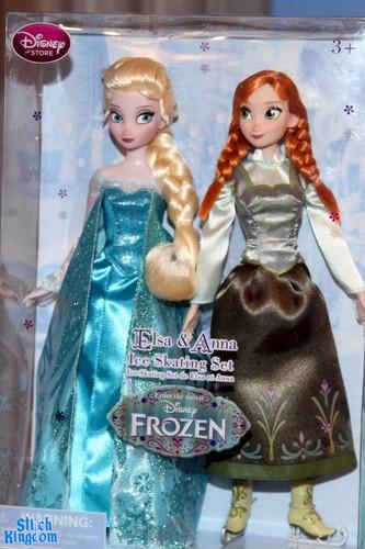 Princess Anna 바탕화면 titled Elsa and Anna Ice Skating Set