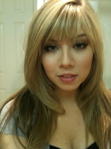 Jennette McCurdy Обои containing a portrait and attractiveness entitled Jennette McCurdy