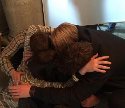 जॉश हचरसन वॉलपेपर called Jennifer, Josh, Liam and Woody on the last दिन of filming