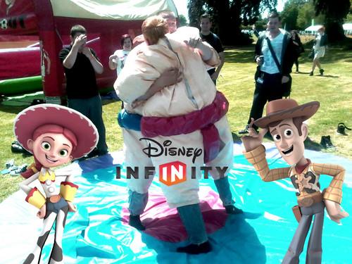 Câu chuyện đồ chơi hình nền entitled Jessie & Woody enjoy playing Sumo