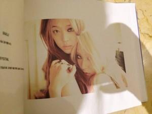 "Krystal 3rd Album ""Red Light"" Photobook 미리 보기"