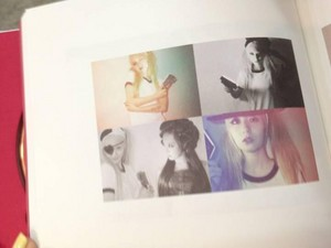 "Krystal 3rd Album ""Red Light"" Photobook anteprima"