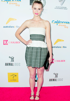 Lucy Fry at the Australians In Film's Heath Ledger Scholarship 공식 만찬, 저녁 식사