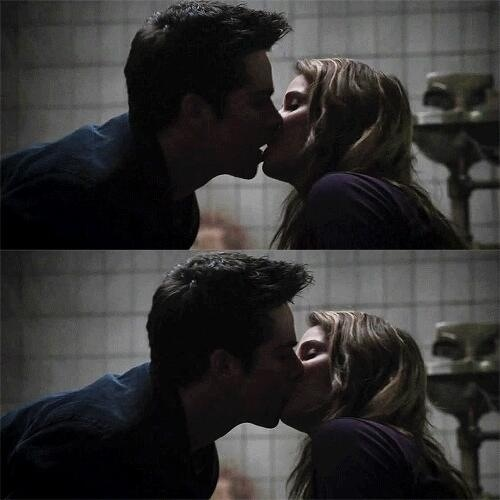 Malia Tate wallpaper called Making out kisses