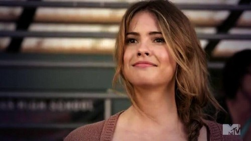 Malia Tate achtergrond with a portrait titled Malia grinning