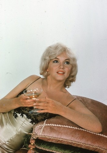marilyn monroe wallpaper probably containing a hot tub entitled Marilyn Monroe