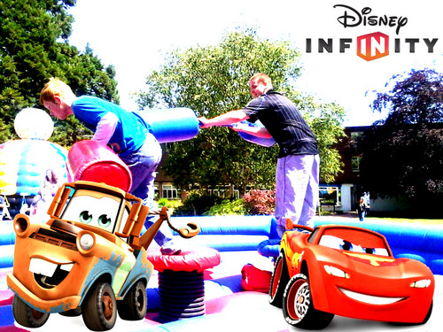 Disney Pixar Cars achtergrond called Mater & McQueen are battling in the Air