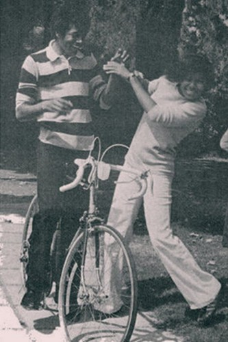 Michael Jackson wallpaper containing a velocipede and a bicycle entitled Michael and Janet