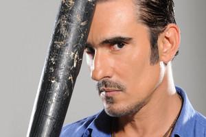 Miguel Varoni el narco con mirada penetrante