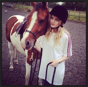 New picture of Perrie today