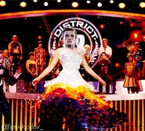 Peeta in katniss's dress