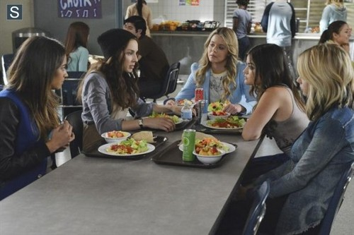Pretty Little Liars Hintergrund containing a abendessen tabelle and a holiday abendessen titled Pretty Little Liars - Episode 5.06 - Run, Ali, Run - Promo Pics