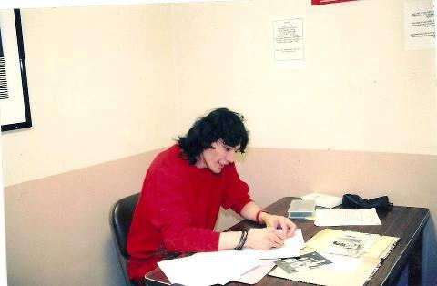Serial Killers Hintergrund possibly containing a drafting table, a sign, and a Schreiben schreibtisch called Richard Ramirez