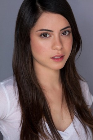 Rosa Salazar casted as Lynn in Insurgent