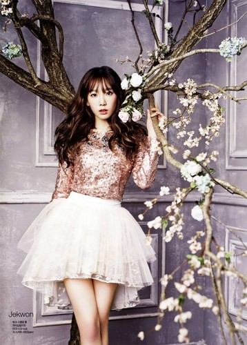 Kim Taeyeon wallpaper possibly containing a cocktail dress, a polonaise, and a dress titled SNSD Taeyeon