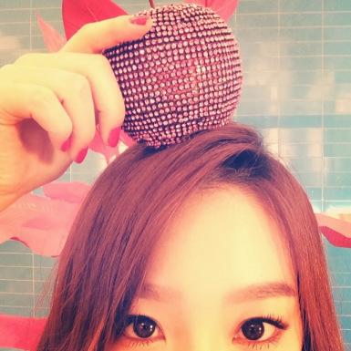 Kim Taeyeon karatasi la kupamba ukuta possibly containing a hot tub entitled SNSD Taeyeon