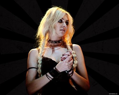 Taylor Momsen Hintergrund titled Taylor Momsen