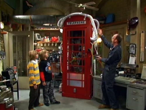 The Suite Life of Zack & Cody দেওয়ালপত্র containing a telephone booth entitled The Suite Life Of Zack And Cody