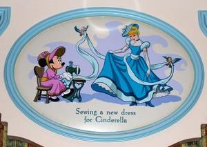 Tokyo disney Resort: Minnie classic fashion:)