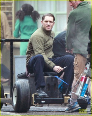 Tom Injures His Foot During Filming Legend