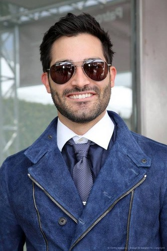Tyler Hoechlin achtergrond probably containing a business suit, a suit, and a well dressed person entitled Tyler Hoechlin