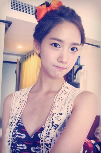 Im yoonA fond d'écran probably with a portrait titled Yoona Selca