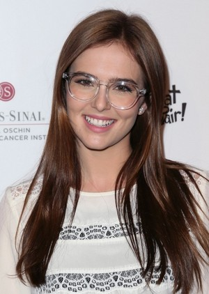 Zoey Deutch at the What A Pair! Benefit concert