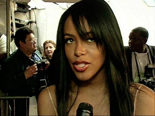 Aaliyah wallpaper possibly with a sign, a diner, and a portrait titled Aaliyah at Essence Awards 2001