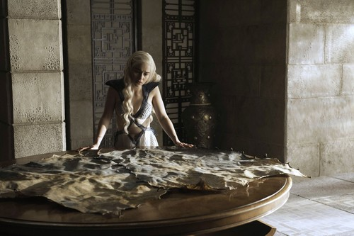 Daenerys Targaryen hình nền probably containing a tamale, a barbecue, and a quả bí ngô, bí ngô seed called daenerys targaryen