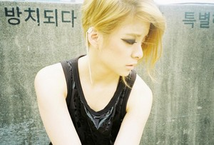 "f(x) ""Red Light"" Amber teaser"