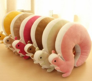 squirrel neck pillow..cool :)