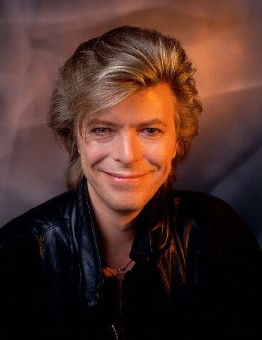 David Bowie پیپر وال probably containing a portrait called 80's Bowie sooooo sexy <3